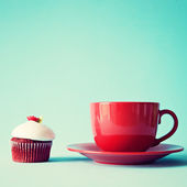 Cup of tea or coffee and cupcake — Stockfoto