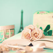 Vintage Roses on book — Zdjęcie stockowe