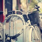 Fahrrad-Parken in der Stadt — Stockfoto