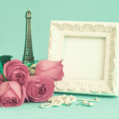 White vintage frame and roses — Stock Photo