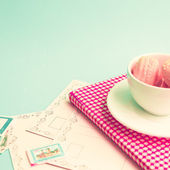 Macaroons in cup on retro book — Stockfoto