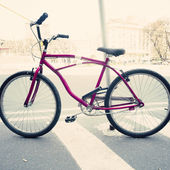 Purple Bicycle in city street — Stock Photo