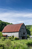Aged Barn on Farmland — Stock Photo