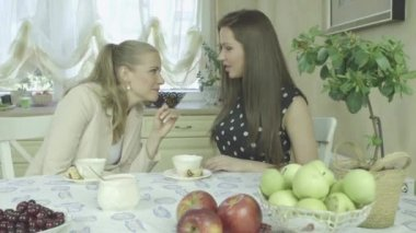 Two attractive smiling young friends having relaxing time at dining table — Stok video