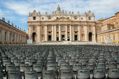 St Peter's Square and Basilica, Vatican City — Stock Photo