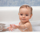 Baby playing with foam in the bathroom — Foto de Stock