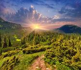 Wschód słońca w górach — Zdjęcie stockowe