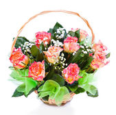 Flower bouquet of roses in basket — Stock Photo