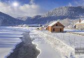 Frosty morning in the mountain village — ストック写真