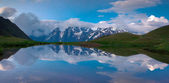 Reflection of the huge mountains in lake — Stock Photo