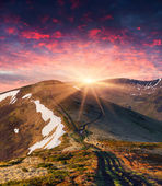 Spring sunrise in the mountains — Stok fotoğraf