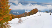 Autumn landscape with first snow in the mountains. — 图库照片