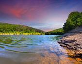 летний пейзаж на реке — Стоковое фото