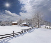 山の村で日当たりの良い風景. — ストック写真