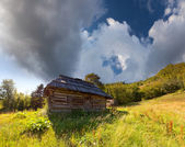 Stary dom w górach — Zdjęcie stockowe