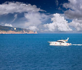 Seascape with luxury yacht — 图库照片