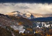 Podzimní krajina v horách. — Stock fotografie