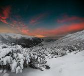 Winterabend in den bergen — Stockfoto