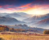Autumn landscape of the mountain village — Stockfoto