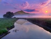 Río cerca de las montañas — Foto de Stock