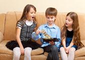 Boy shows dollars to girls — Stock Photo