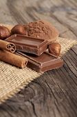 Chocolate with nuts and cocoa — 图库照片