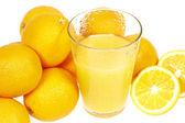 Fresh orange juice and oranges (Citrus sinensis) — Stock Photo