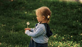 Girl and flower — Stock Photo