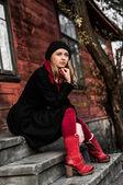 Casa de menina e vermelho — Fotografia Stock