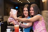 Two beautiful girl having fun with smart phone — Stock Photo