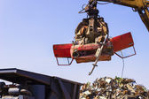 Crane lift old car for recycling. — Foto de Stock