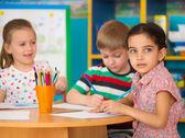 Studie roztomilé děti v mateřských školkách