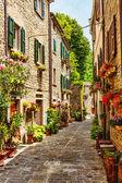 úzká ulice na starém městě