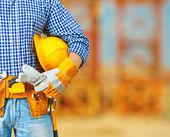 építkezésen dolgozó