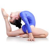Mladá dívka dělá gymnastika