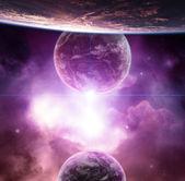Planeta s fialovými mlhoviny a vycházející hvězda