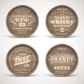 Ensemble de fûts en bois avec alcool boissons emblèmes - illustration vectorielle