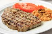 Steak z grilovaného tuňáka