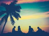 Retrò filtrata immagine di amici sulla spiaggia in hawaii