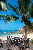 Stůl v restauraci na pláži