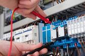 Vyšetřující fusebox elektrikář