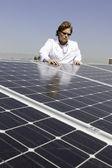 Muž s solární panel