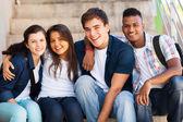 Csoport középiskolás diákok