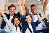 Izgatott high school diákok a arms kinyújtott