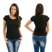 Sexy žena pózuje s prázdné černé tričko