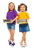 Zwei glückliche clevere Mädchen