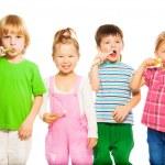 ������, ������: Kids brushing teeth
