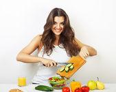 žena vaření zeleniny