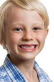 Roztomilý chlapec s chybějící přední zuby