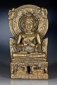 Bronzová soška sedící buddha
